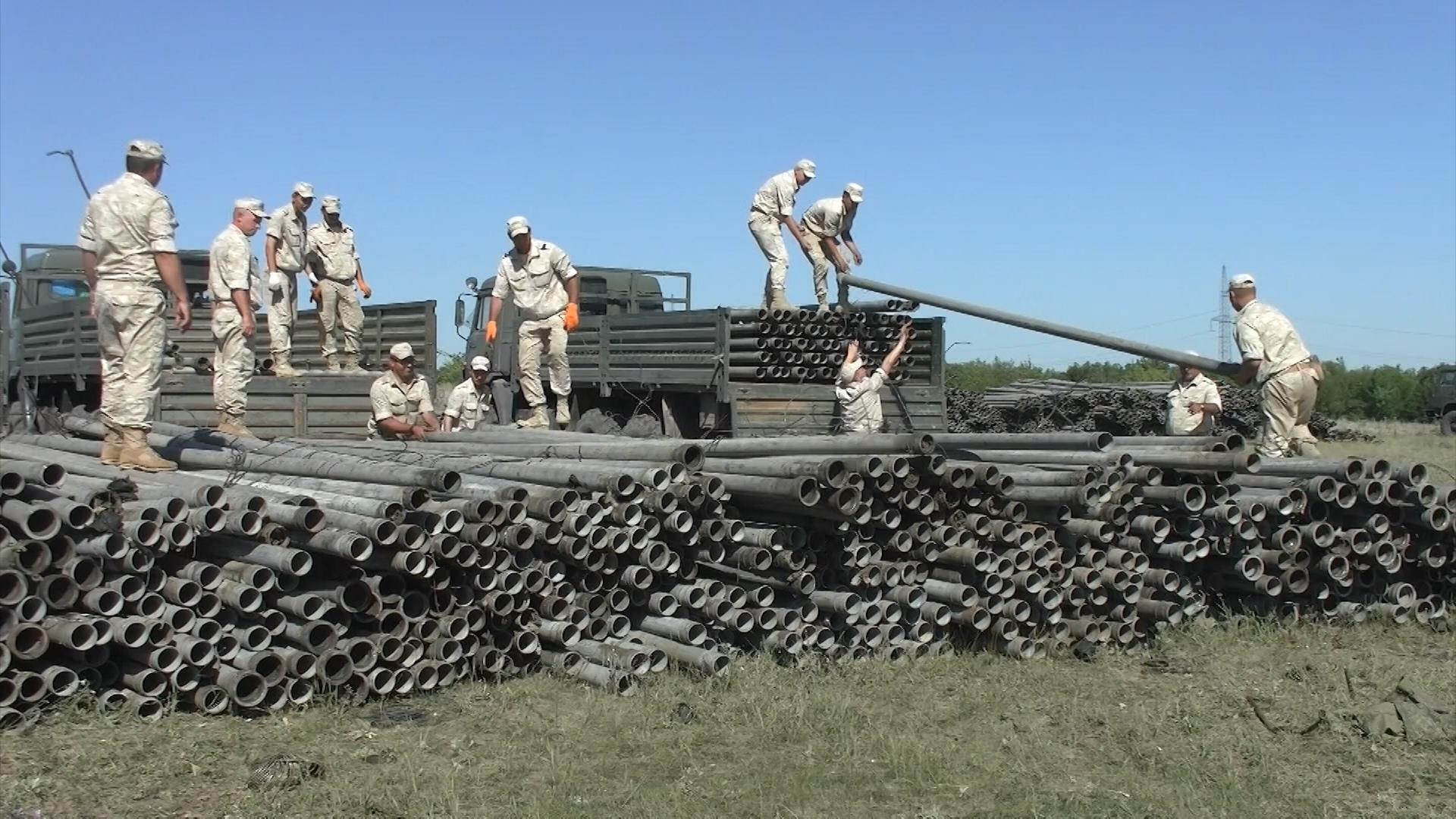Прокладка трубопровода военнослужащими Южного и Западного военных округов в Крыму