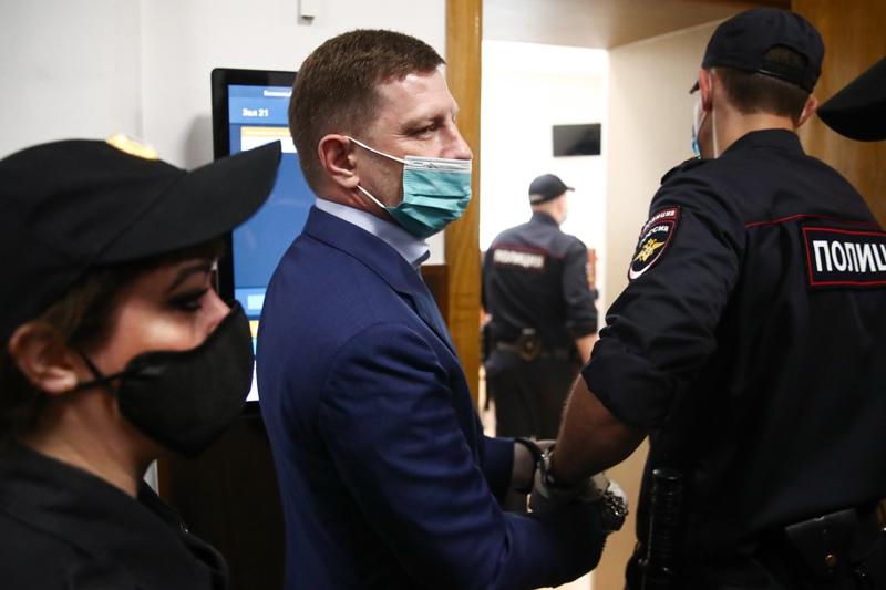 Избрание меры пресечения губернатору Хабаровского края Сергею Фургалу