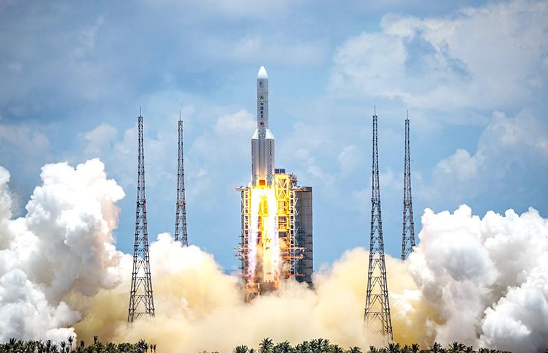 Запуск ракеты Long March-5 с зондом к Марсу