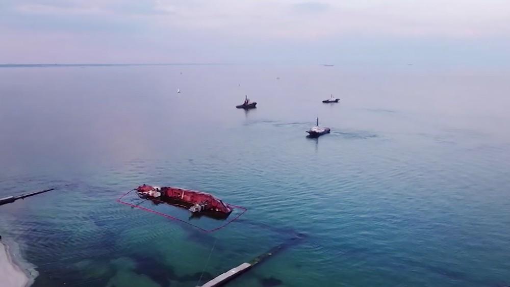 """Подъем затонувшего в Одессе танкера """"Делфи"""""""