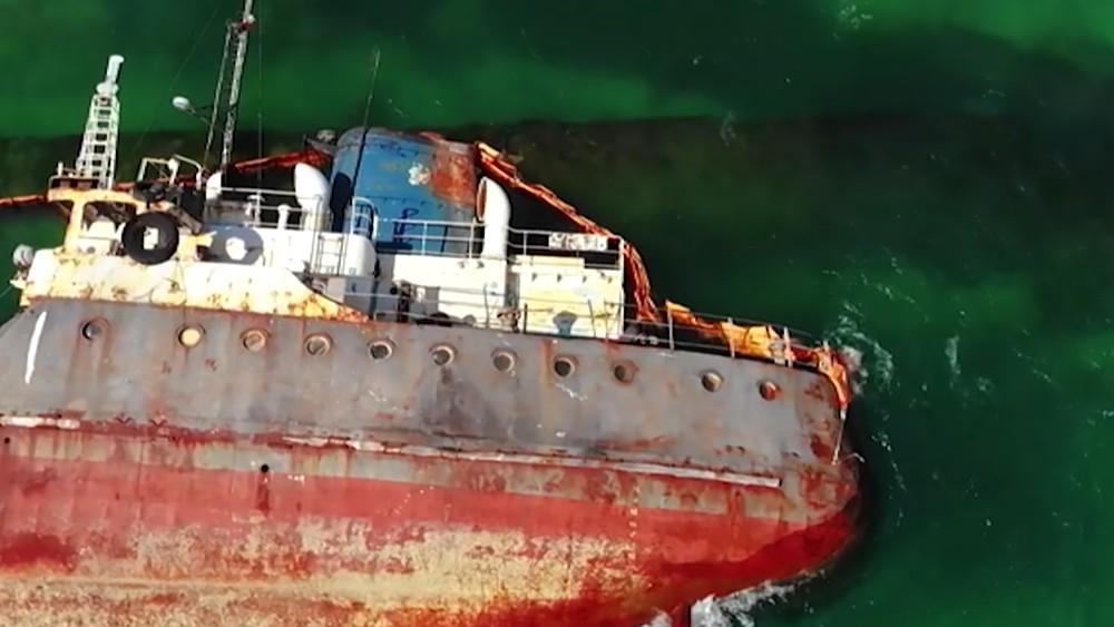 "Затонувший в Одессе танкер ""Делфи"""
