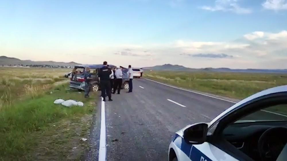 Последствия ДТП с участием микроавтобуса в Тыве