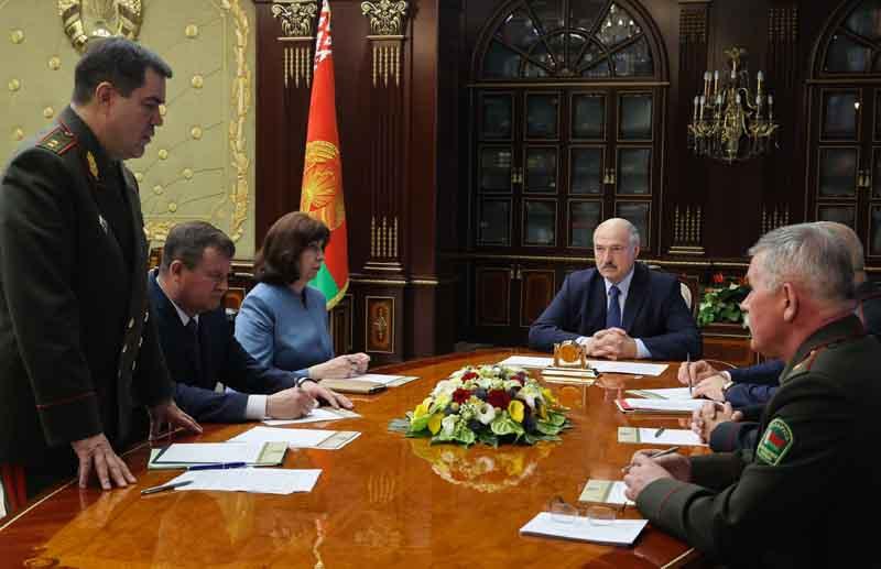 Александр Лукашенко проводит совещание с членами Совета безопасности Белоруссии