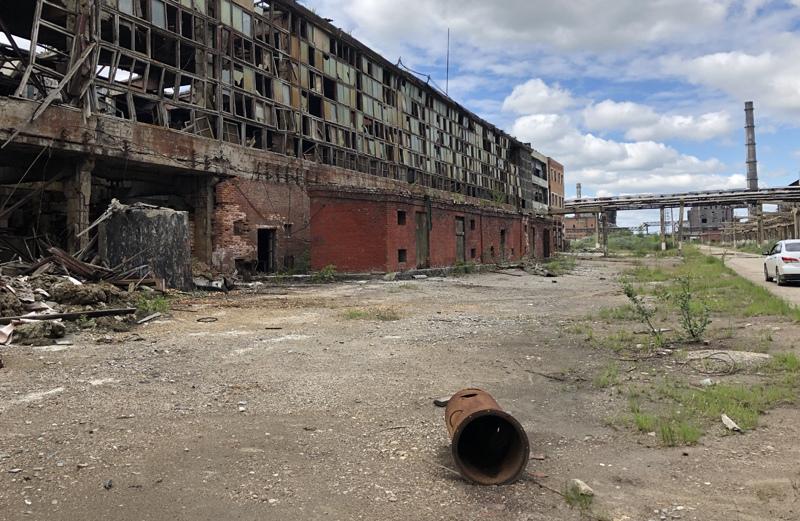 Территория предприятия химической промышленности в городе Усолье-Сибирское