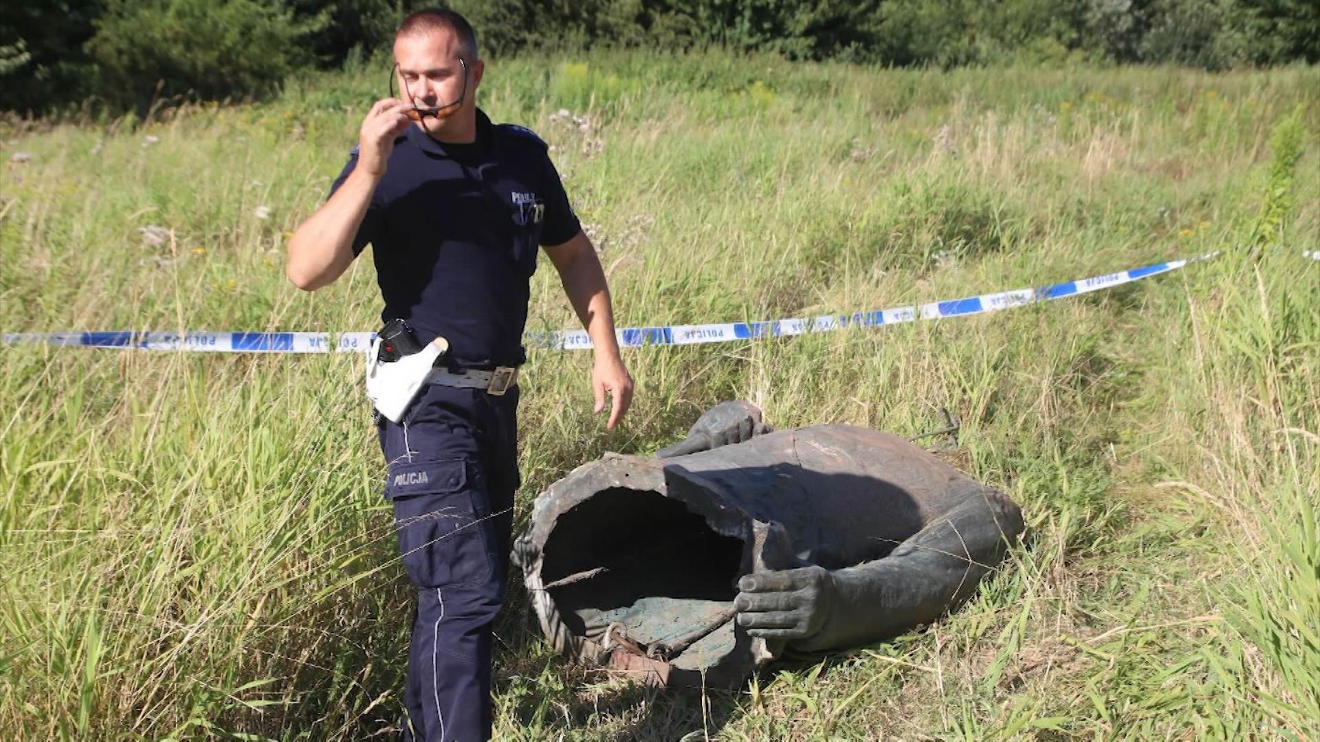 Осквернение памятника Рокоссовскому в Польше