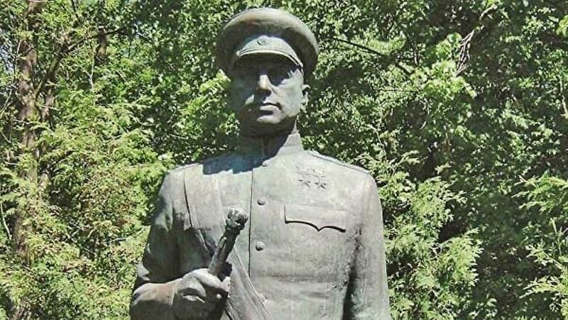 Памятник маршалу Советского Союза К.К.Рокоссовскому