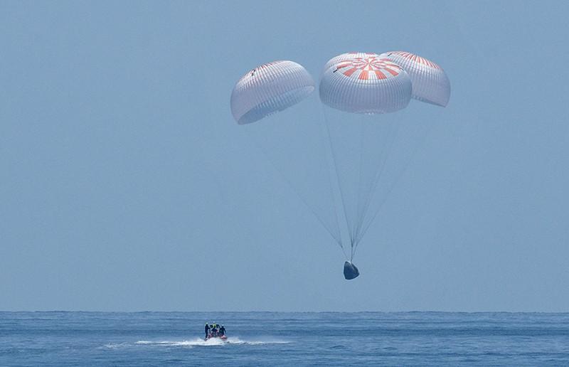 Процедура посадки первого пилотируемого корабля Crew Dragon компании SpaceX