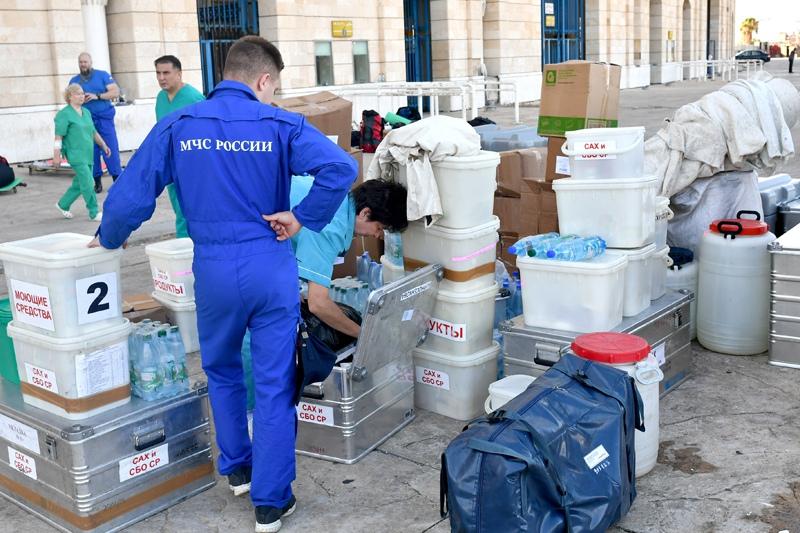 Монтаж аэромобильного госпиталя российскими спасателями в Бейруте