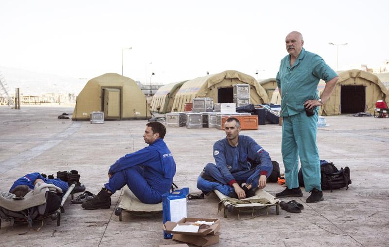 Сотрудники МЧС России возле палаточного лагеря в Бейруте