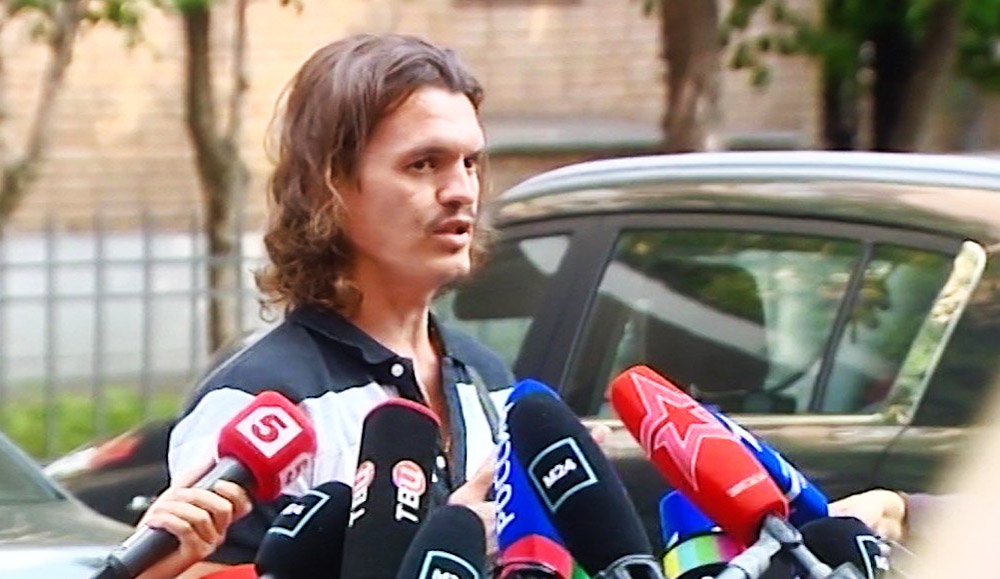 Свидетель по делу Михаила Ефремова Владислав Женжебир у здания Пресненского суда