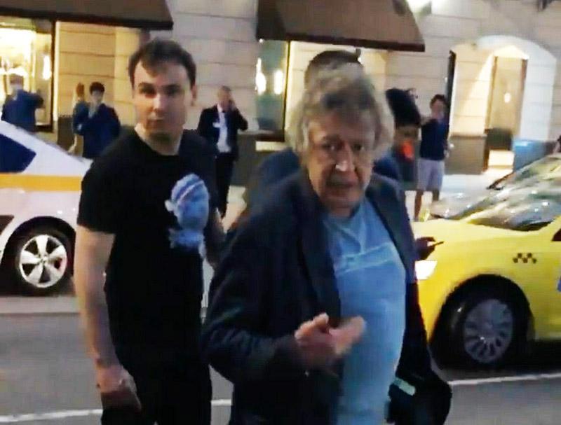 Михаил Ефремов на месте ДТП