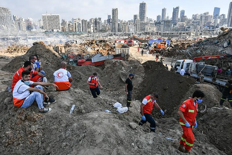 Работа спасателей в Бейруте после мощного взрыва