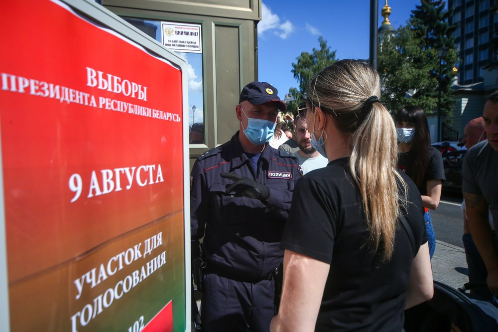 Очередь у посольства Белоруссии в центре Москвы