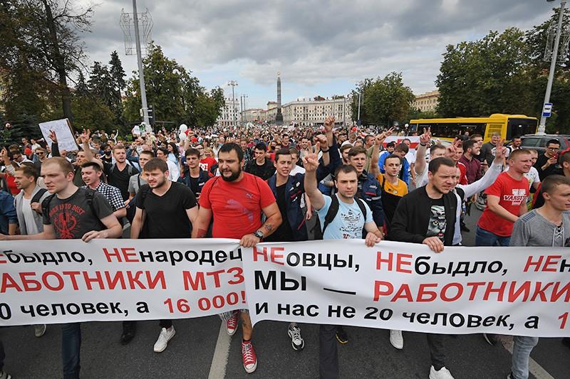Работники Минского тракторного завода (МТЗ) принимают участие в акции протеста
