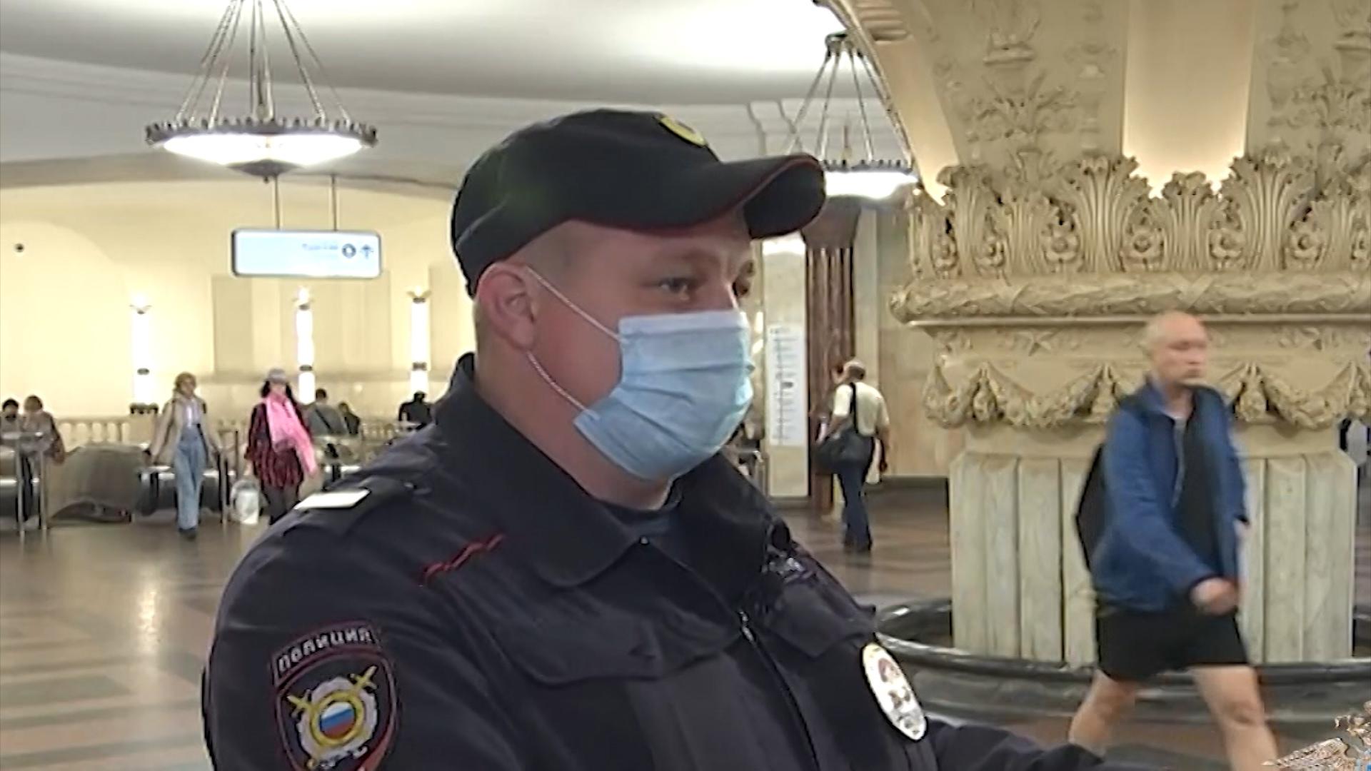 Полицейский спасший человека