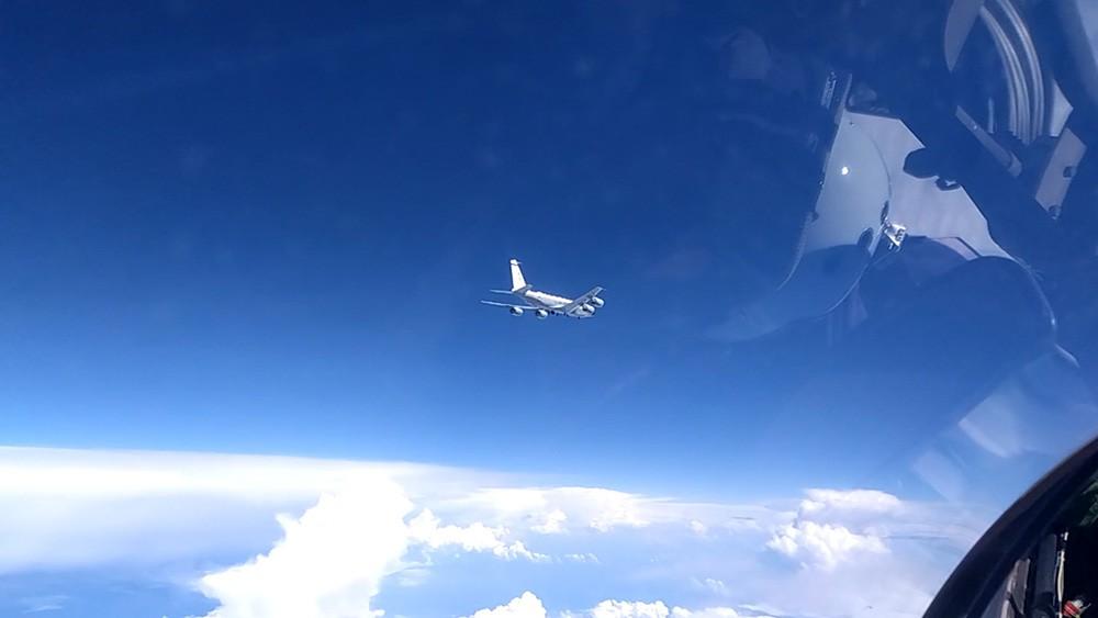 Перехват самолета ВВС США
