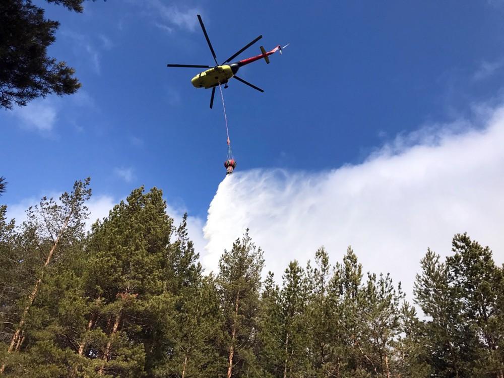 Тушение лесного пожара с помощью вертолета