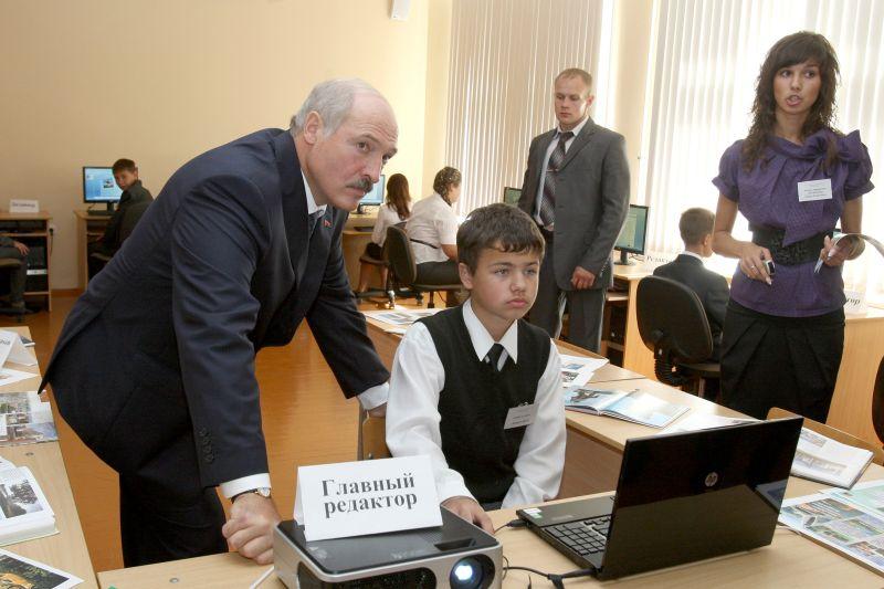 Александр Лукашенко в школе