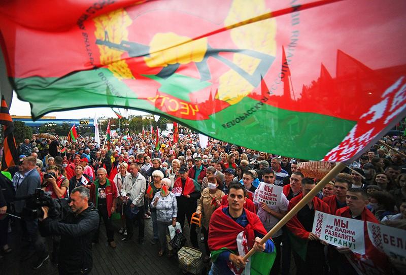 Участники акции в поддержку президента Белоруссии Александра Лукашенко в Минске