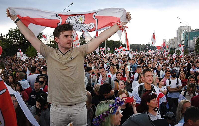 Участники акции протеста оппозиции в Минске
