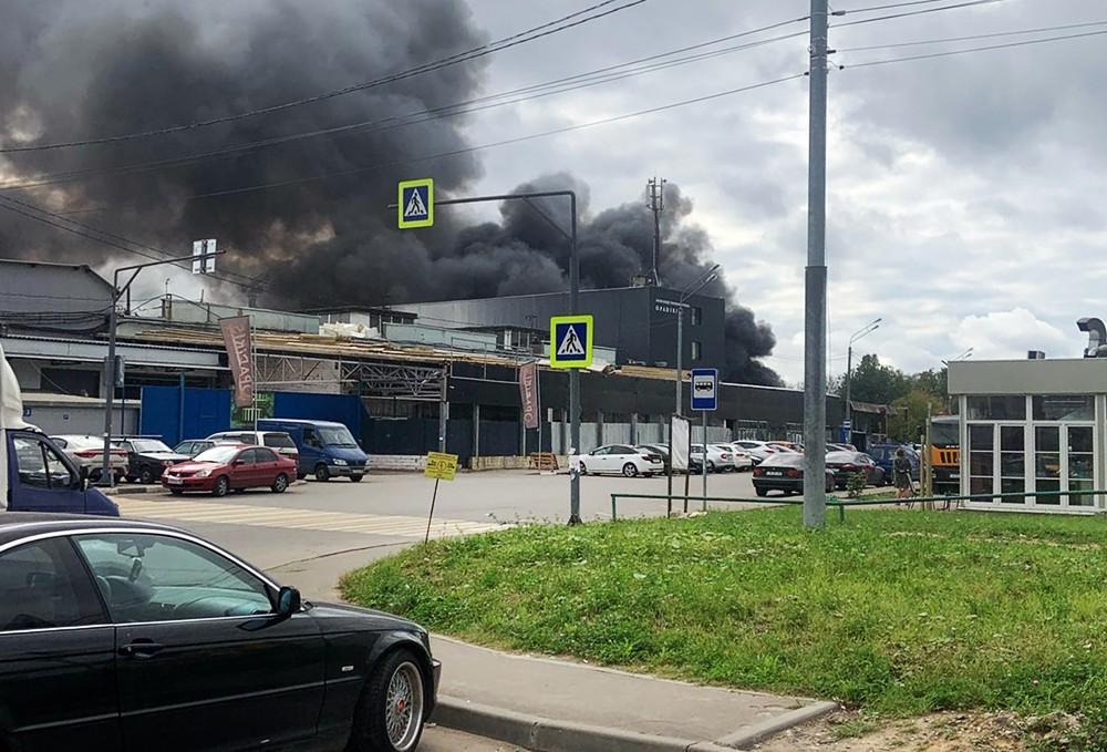 Пожар в промзоне в Химках