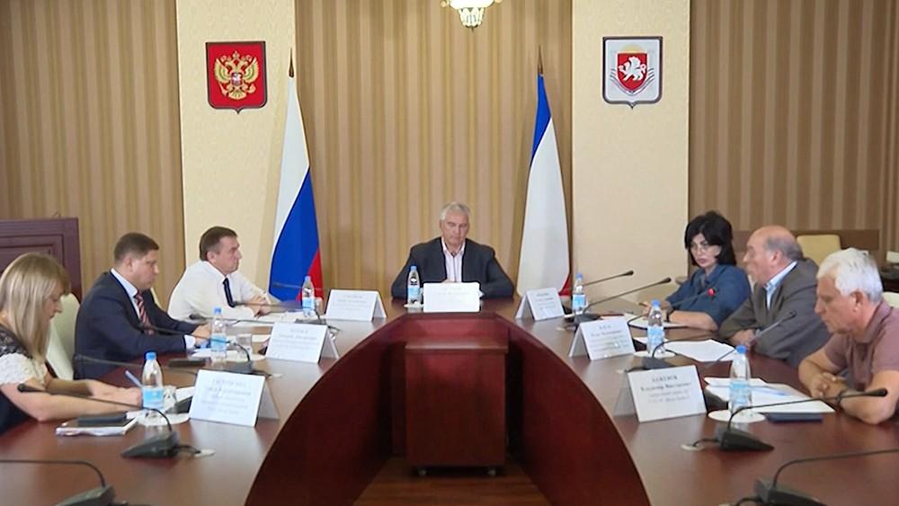 Сергей Аксенов проводит заседание