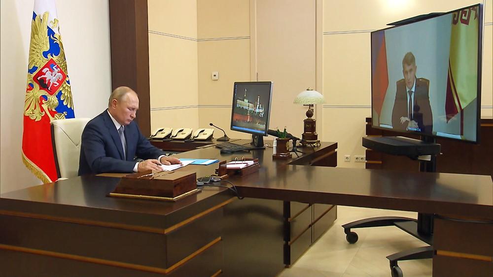 Владимир Путин и Олег Николаев