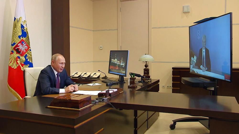 Владимир Путин и Сергей Собянин общаются по видеосвязидимир