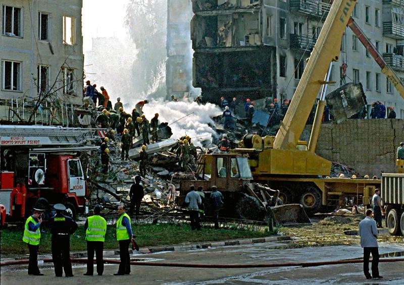 На месте взрыва жилого дома на улице Гурьянова в районе Печатники ведутся поисковые работы