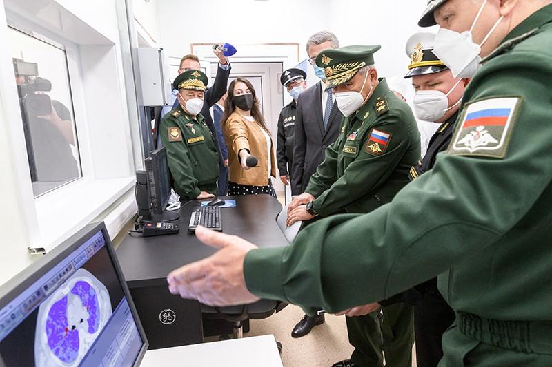 Сергей Шойгу проверяет медцентр Минобороны