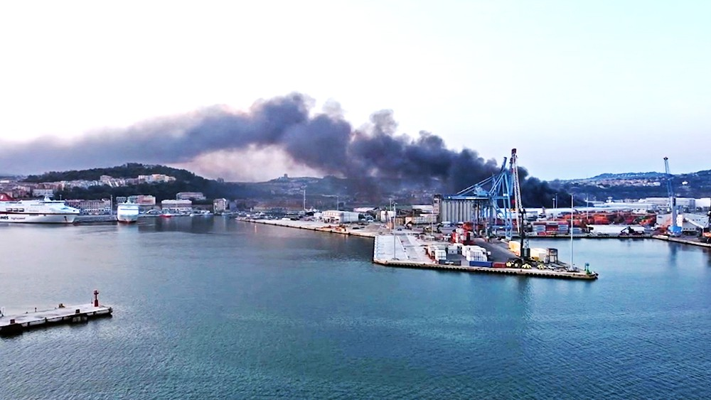 Пожар в порту Анконы