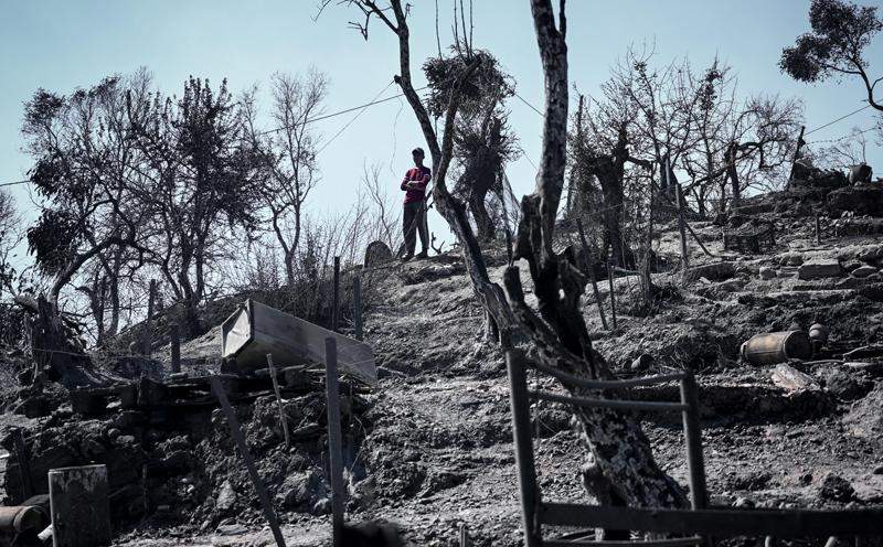Сгоревший лагерь беженцев