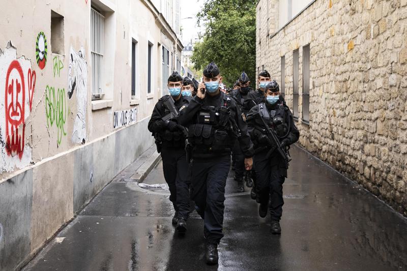 Полиция у здания редакции Charlie Hebdo в Париже