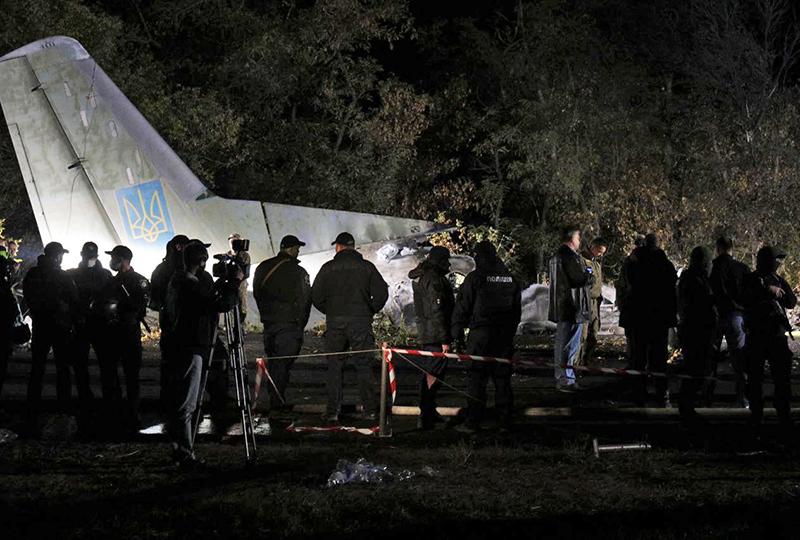 Последствия крушения самолета Ан-26 под Харьковом