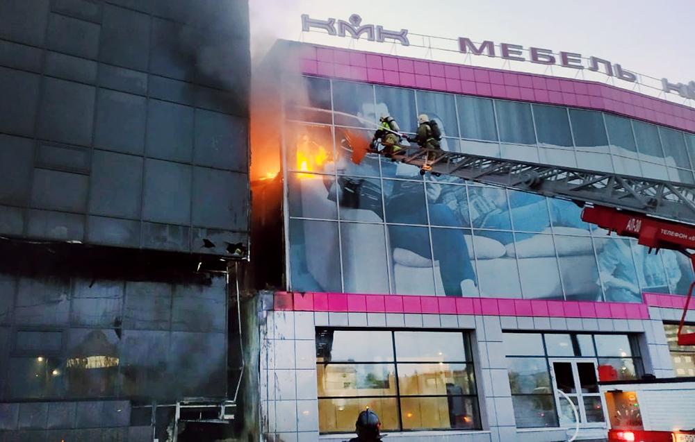 Пожар в торговом центре в Новосибирске