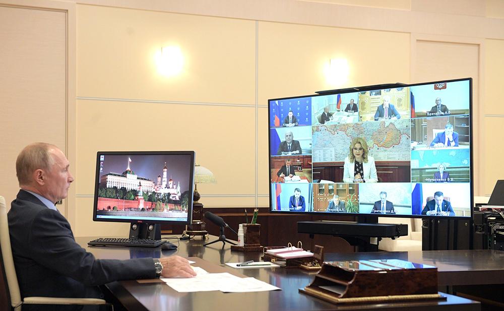 Владимир Путин проводит совещание с членами Правительства по видеосвязи