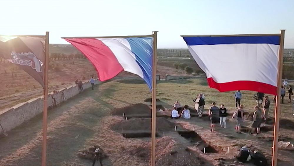 Церемония перезахоронения французских солдат в Крыму