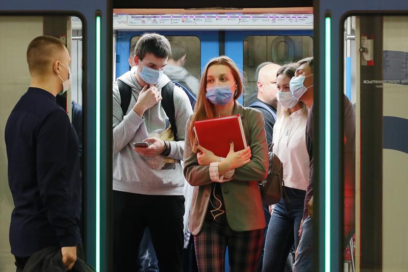 Пассажиры в московском метро