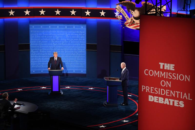 Дональд Трамп и Джо Байден во время президентских дебатов