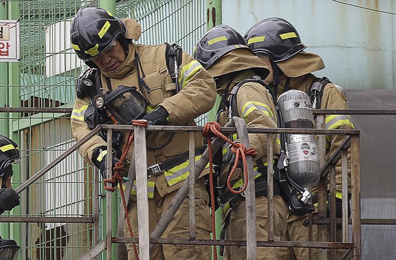 Пожарные в Южной Корее