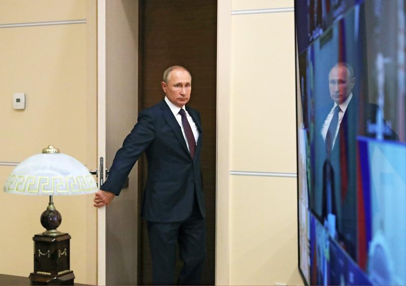 Владимир Путин провел совещание с постоянными членами Совбеза