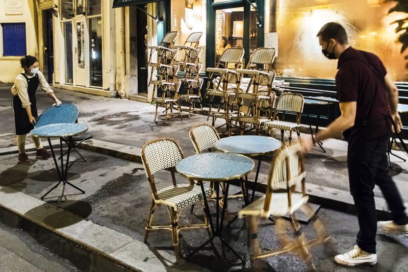 Эпидемия CoVID-19. Закрытие кафе в Париже
