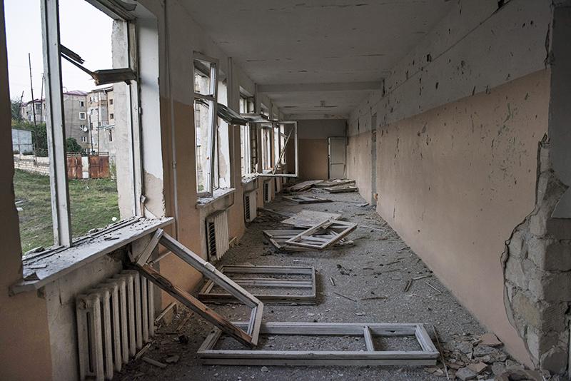Разрушенная школа №10 в Степанакерте