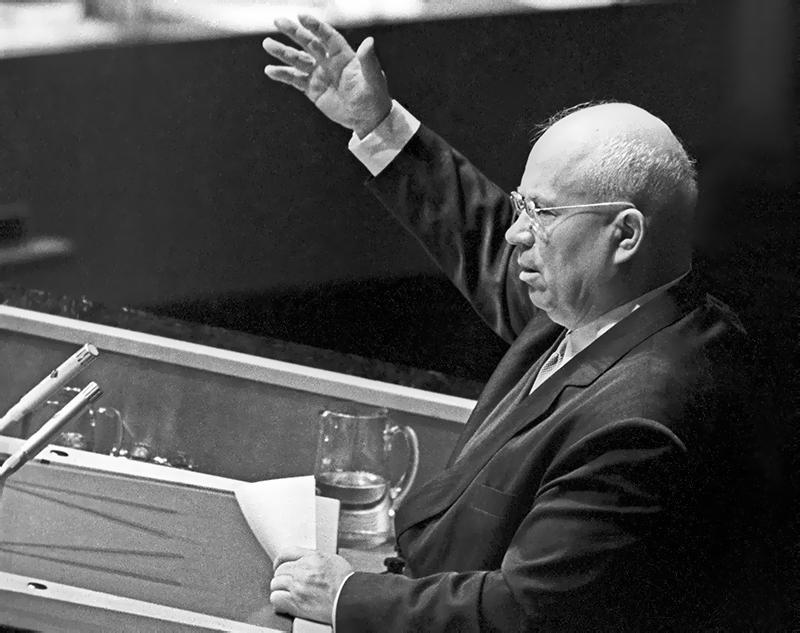 Никита Хрущев выступает на Генассамблее ООН