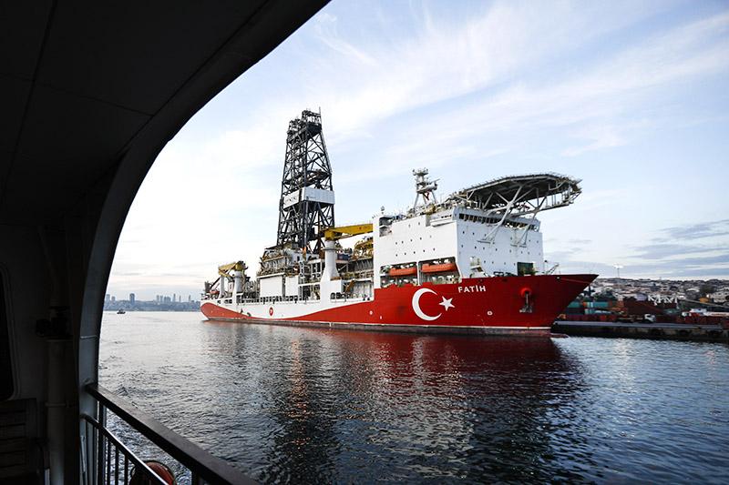 Газодобывающее судно в Турции