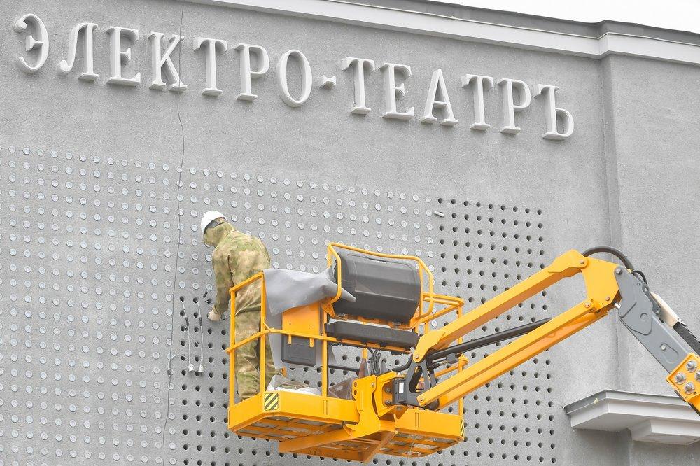 """Фасад кинотеатра """"Художественный"""" после реставрации"""