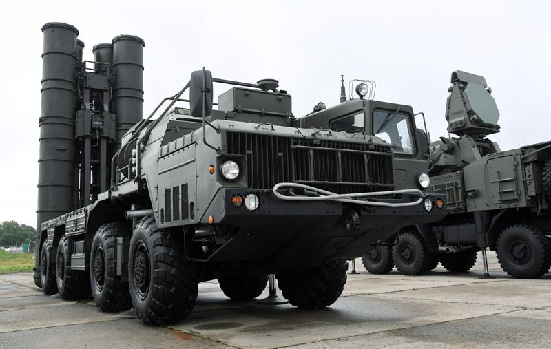 """Пусковая установка зенитно-ракетного комплекса С-400 """"Триумф"""""""