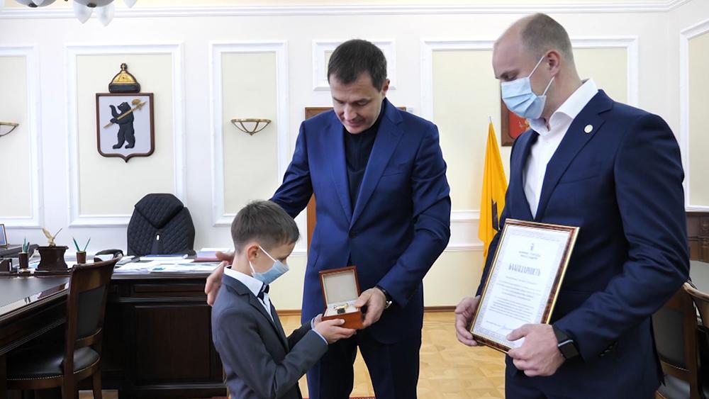 Награждение мальчика пострадавшего в пожаре
