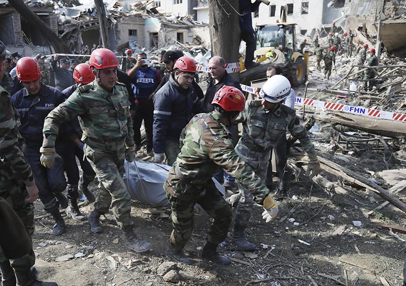 В результате ракетного обстрела в азербайджанском городе Гянджа погибли люди