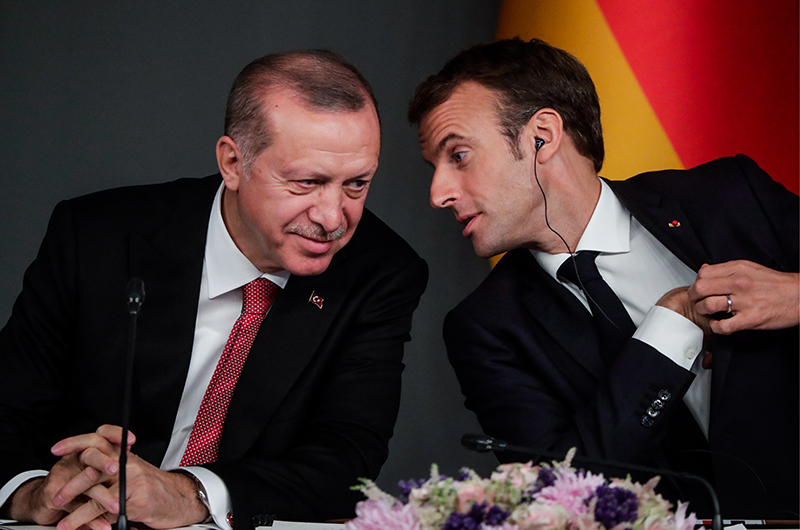 Президент Турции Реджеп Тайип Эрдоган и президент Франции Эмманюэль Макрон
